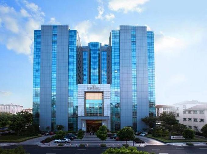 Olympic Mingdu International Hotel là khách sạn đón các tuyển thủ U23 trước trận bán kết gặp Qatar. Các cầu thủ đã di chuyển gần 140 km từ khách sạn ở Côn Sơn đến đây sau trận tứ kết ngày 20/1. Khách sạn Olympic Mingdu tọa lạc tại quận Tân Bắc, cách ga tàu Thường Châu khoảng 4 km.