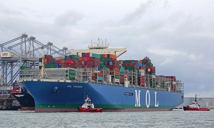 Hãng đóng tàu Samsung Heavy Industries (SHI) ở Hàn Quốc vừa cho ra mắt con tàu dài nhất thế giới MOL Triumph vào năm 2017. Nó có tổng chiều dài bằng 400 m, hơn chiều cao của tòa nhà Empire State, Mỹ, và nặng khoảng 210.000 tấn. Ảnh: Wikimedia.