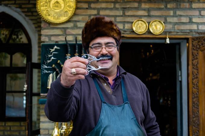 Người dân Bukhara, tỉnh Bukhara còn nổi tiếng là những người làm ra những chiếc kéo sắc nhất thế giới.